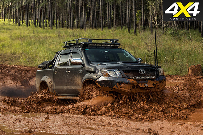 Custom toyota hilux sr5 mud driving