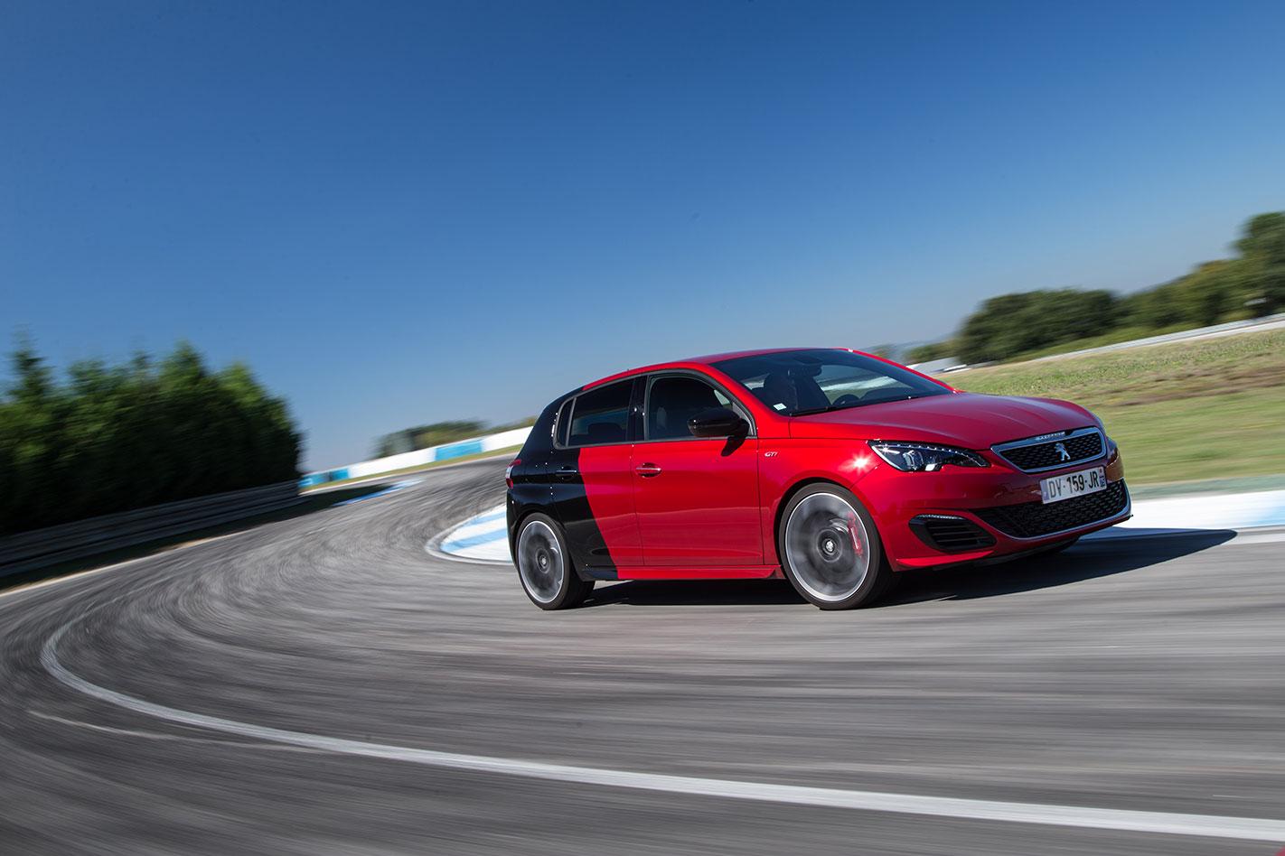 Peugeot -308-GTi -driving