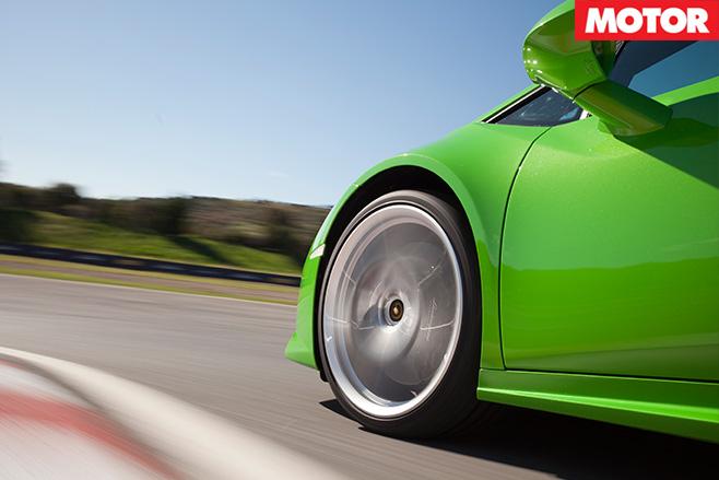 Lamborghini Huracan pirelli tyres