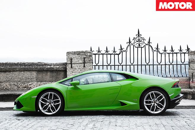 Lamborghini Huracan steering side