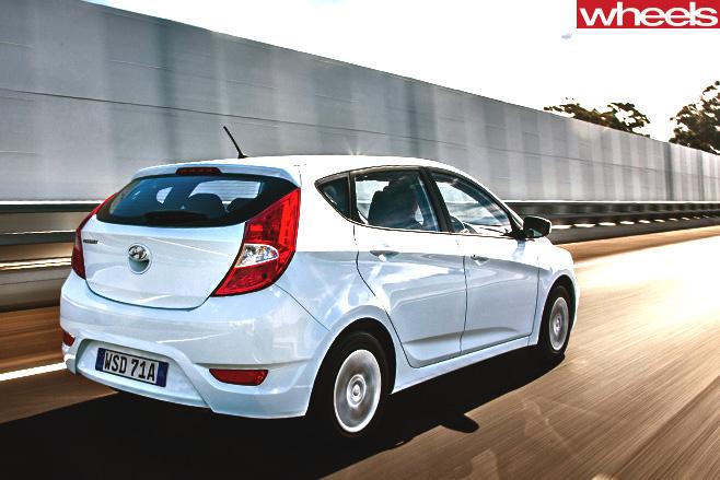 Hyundai -accent -rear
