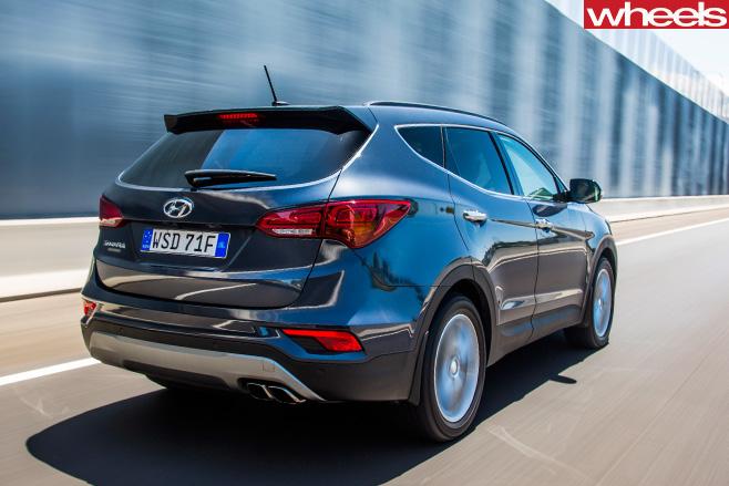 Hyundai -Santa -Fe -driving -rear
