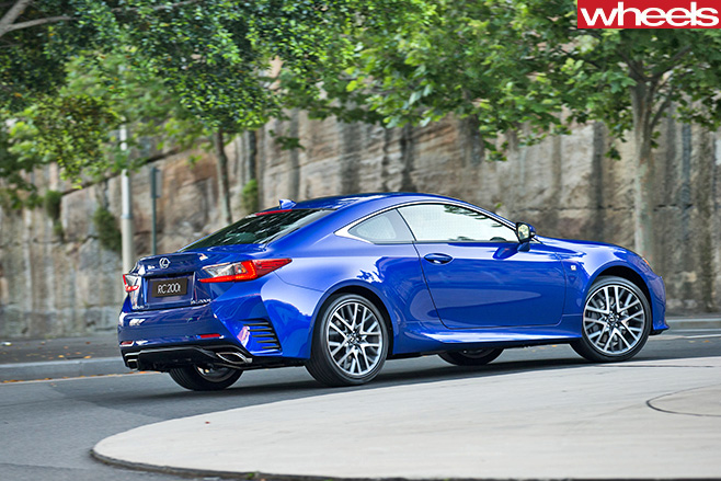 Lexus -RC200t -side -roundabout