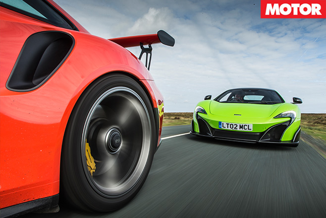 Porsche 911 gt3 rs vs mclaren 675LT 1
