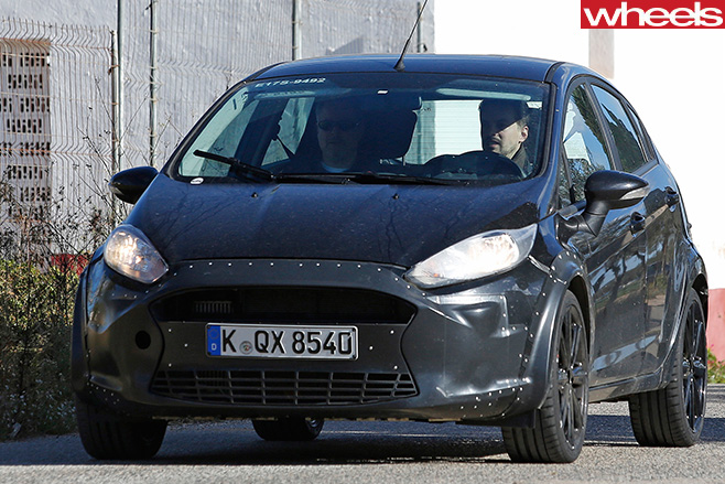 2016-Ford -Fiesta -spy -shot -front -side