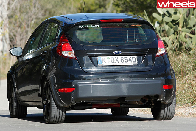 2016-Ford -Fiesta -spy -shot -rear