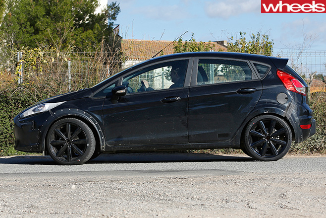 2016-Ford -Fiesta -spy -shot -side
