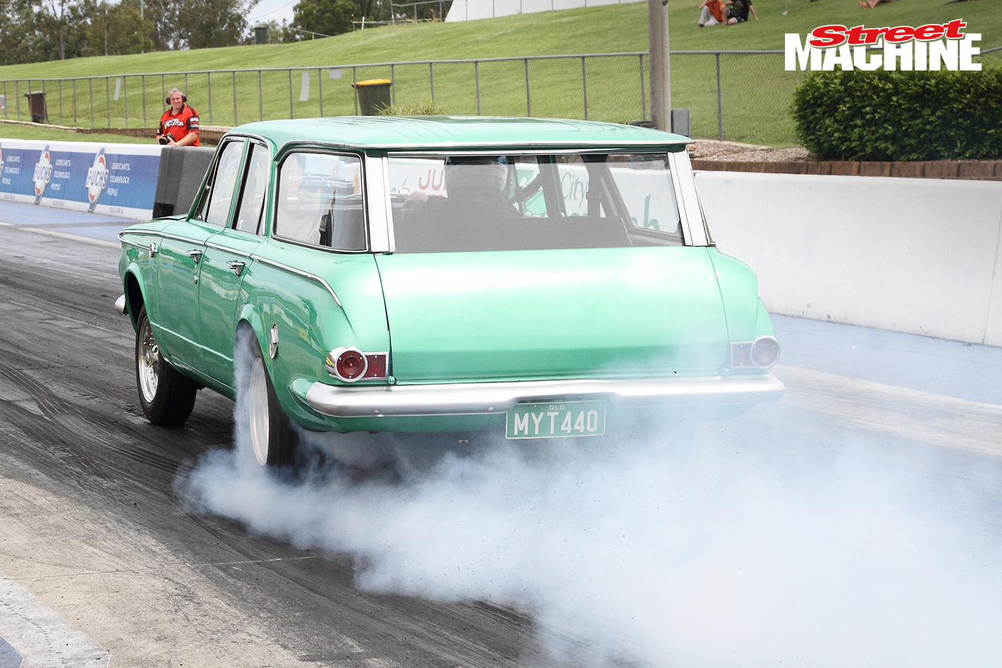 Chrysler Valiant AP6 Wagon Burnout