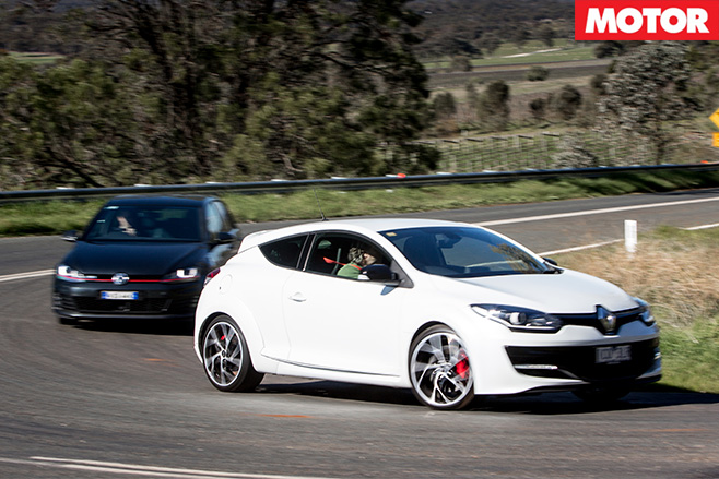 Megane RS265 vs Golf GTi Performance turning