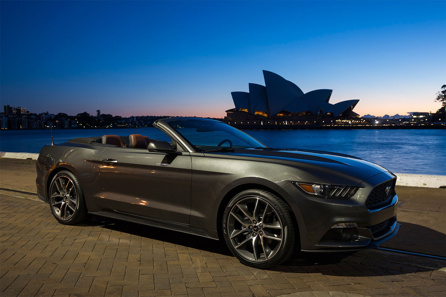 Ford -Mustang -convertible -Opera -house