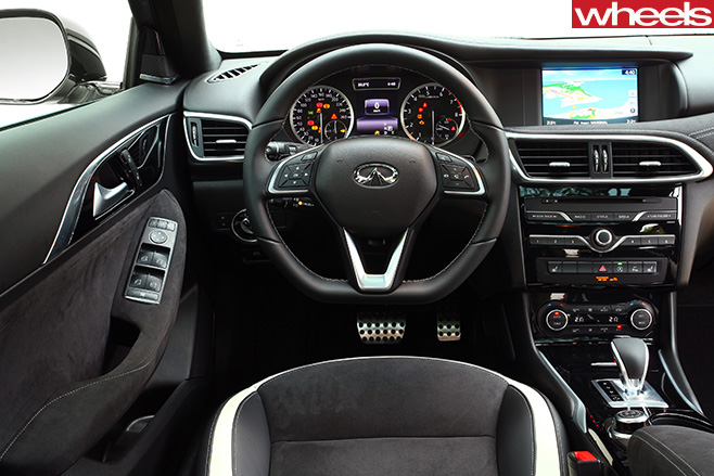 Infiniti -Q30-interior -steering -wheel