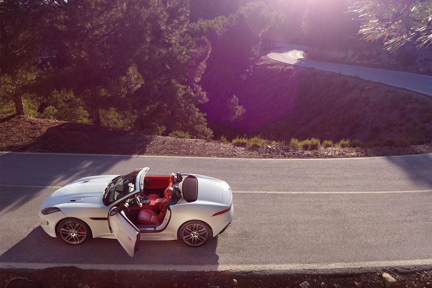 Jaguar -MY16-F-Type -R-profile