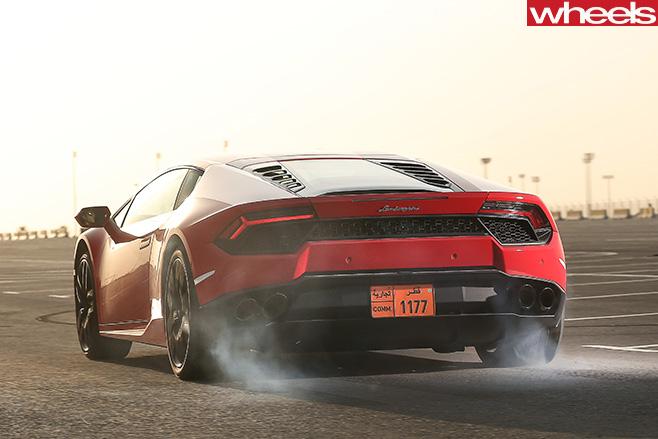 Lamborghini -Huracan -burning -tyres