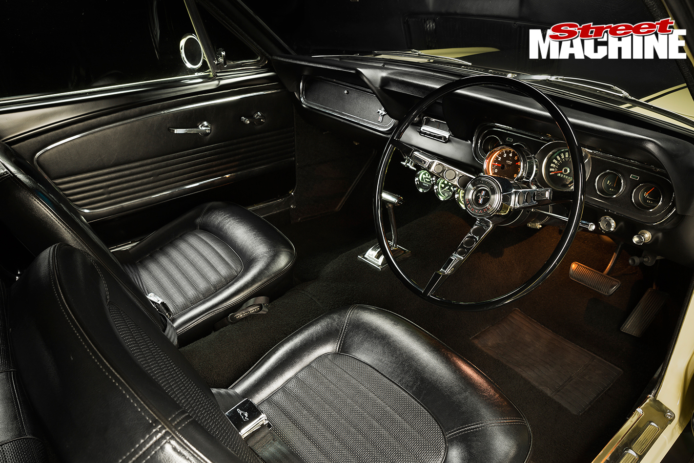 Ford -Mustang -1-interior