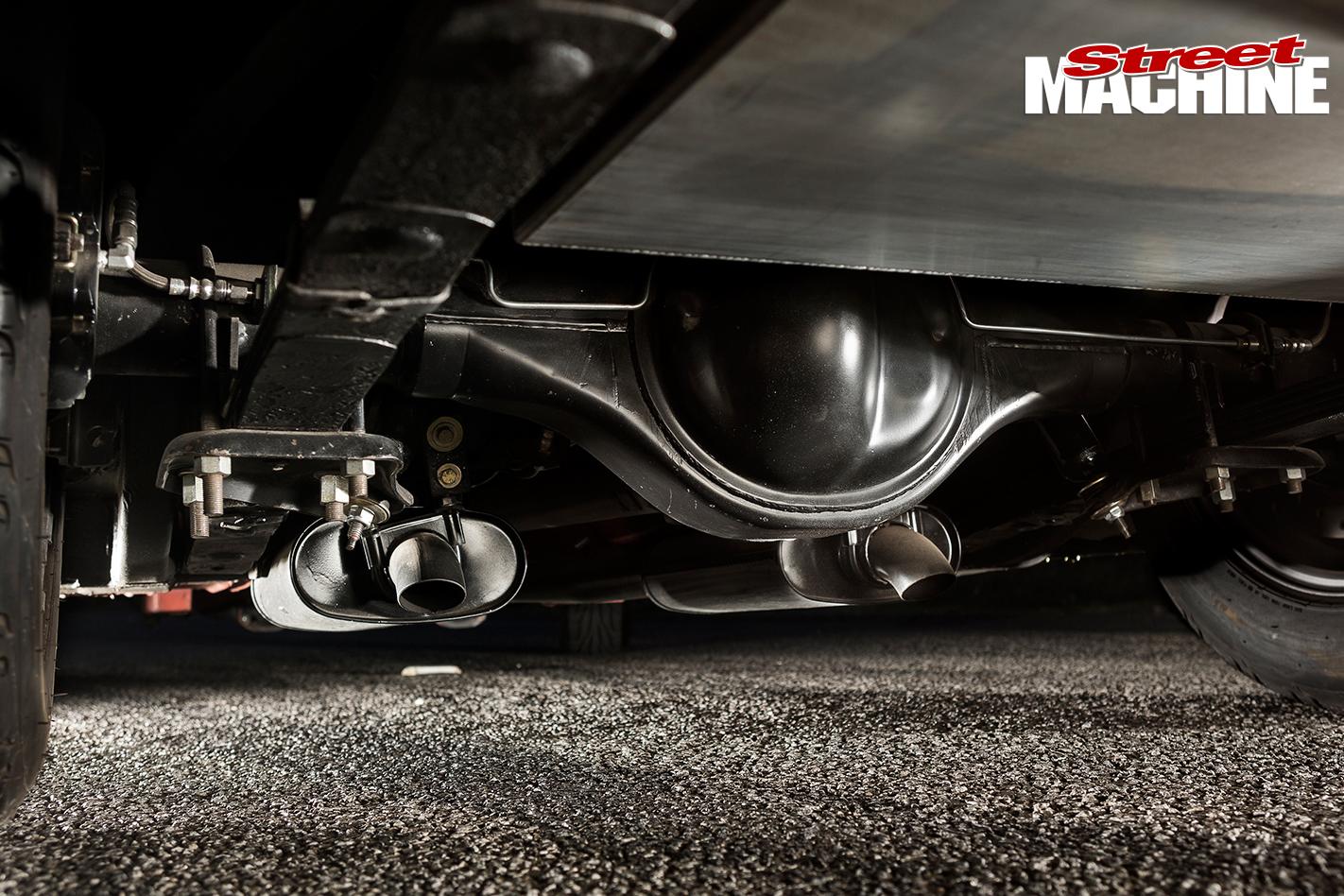 Ford -Mustang -1-underside