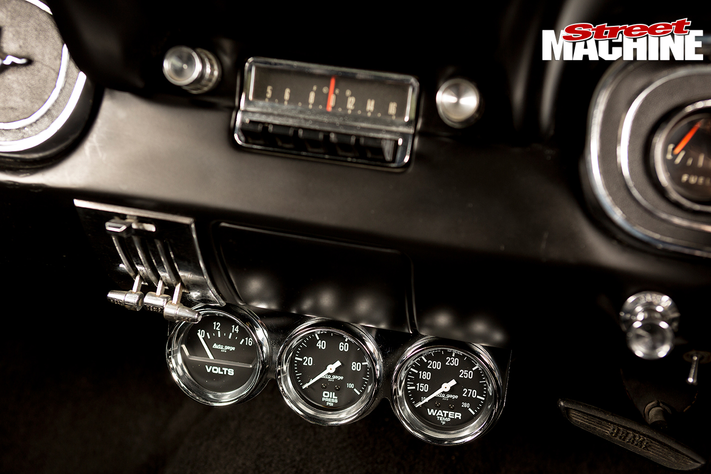 Ford -Mustang -1-gauges -2