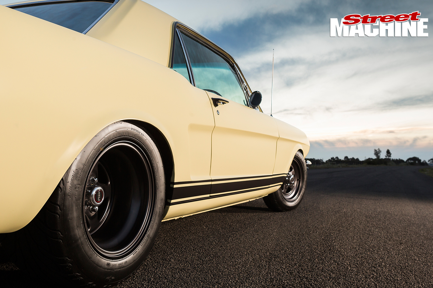Ford -Mustang -1-right -rear