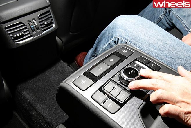 Hyundai -Genesis -gadgets