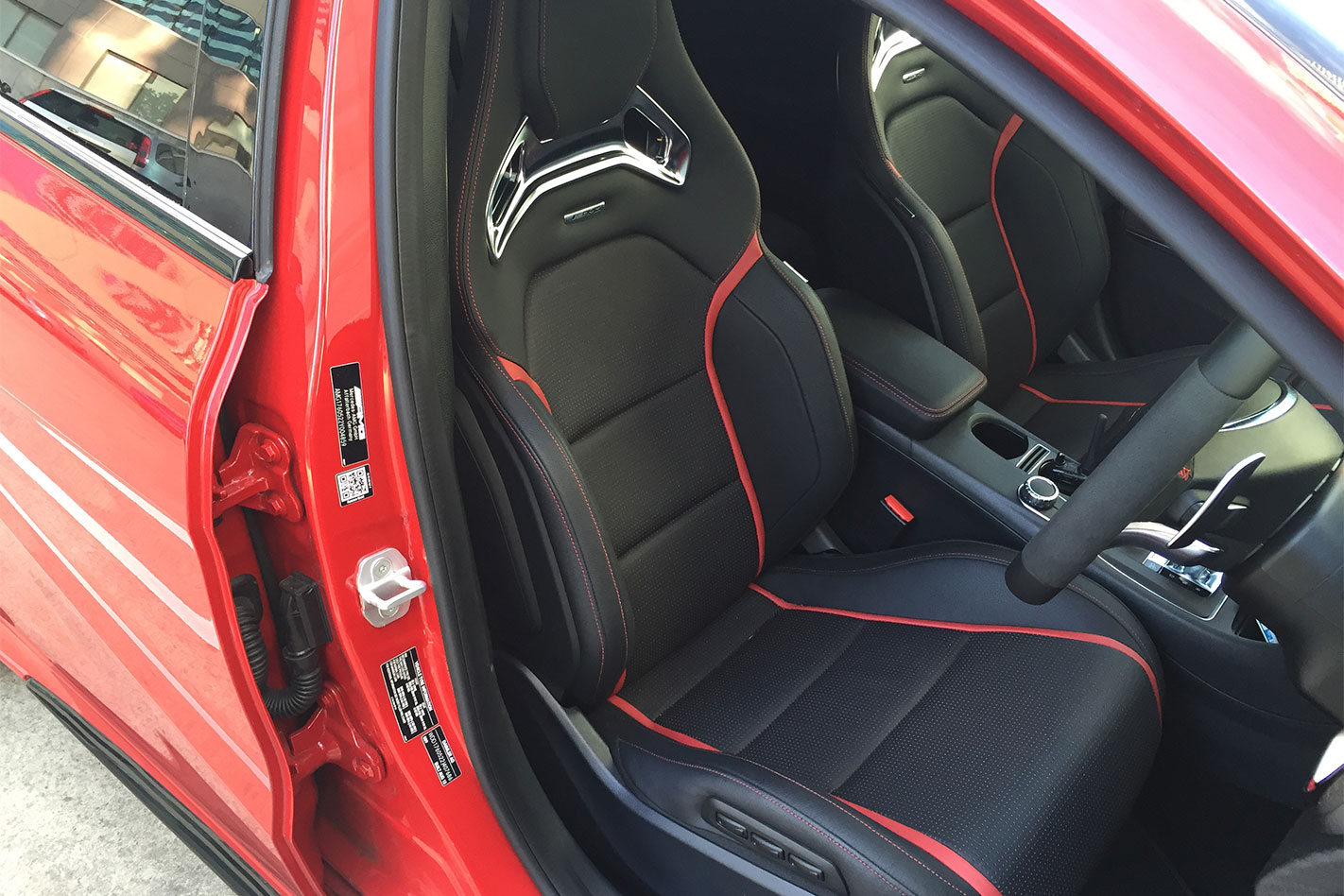 Mercedes -AMG-A45-seats