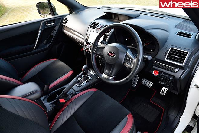 Subaru -Forester -STI-interior