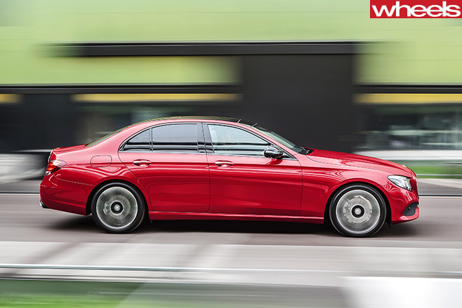 Mercedes -E-Class -side -driving