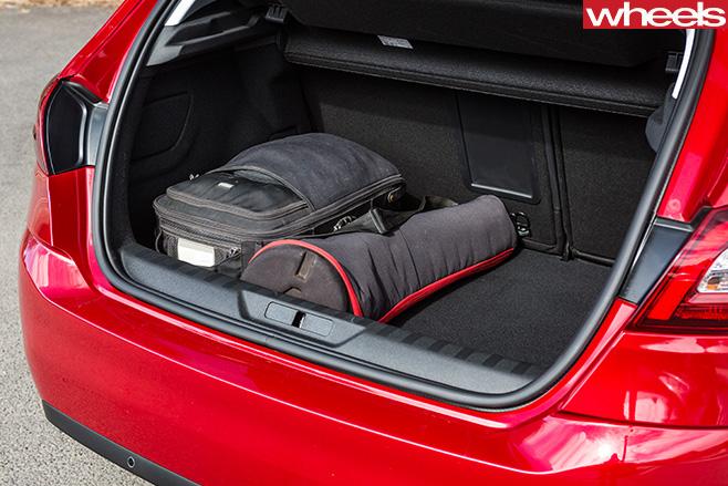 Peugeot -308-boot