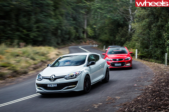 Holden -Commodore -SS-V-redline -chasing -Renault -Megane