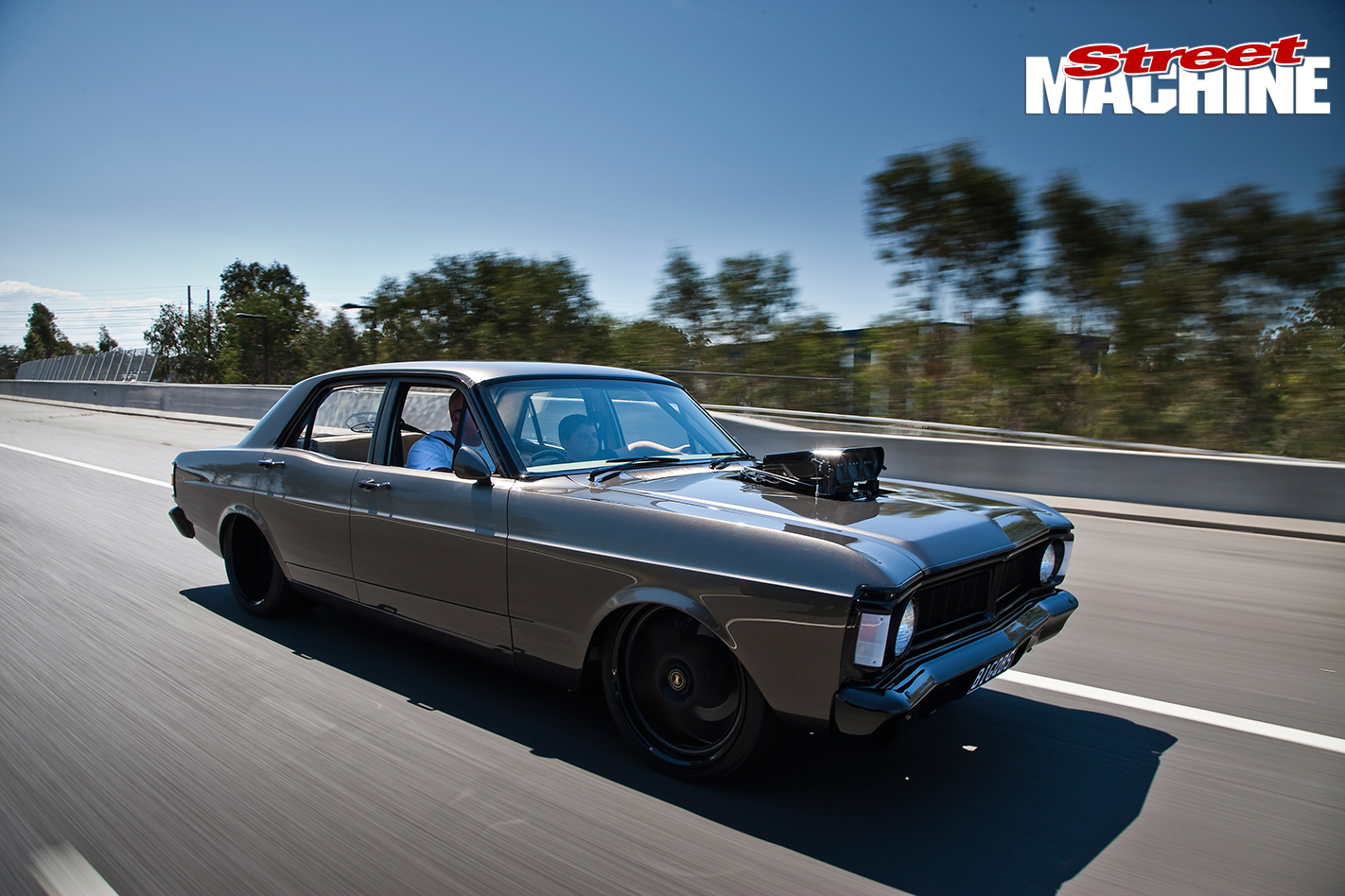 Ford -XY-Falcon -2-onroad