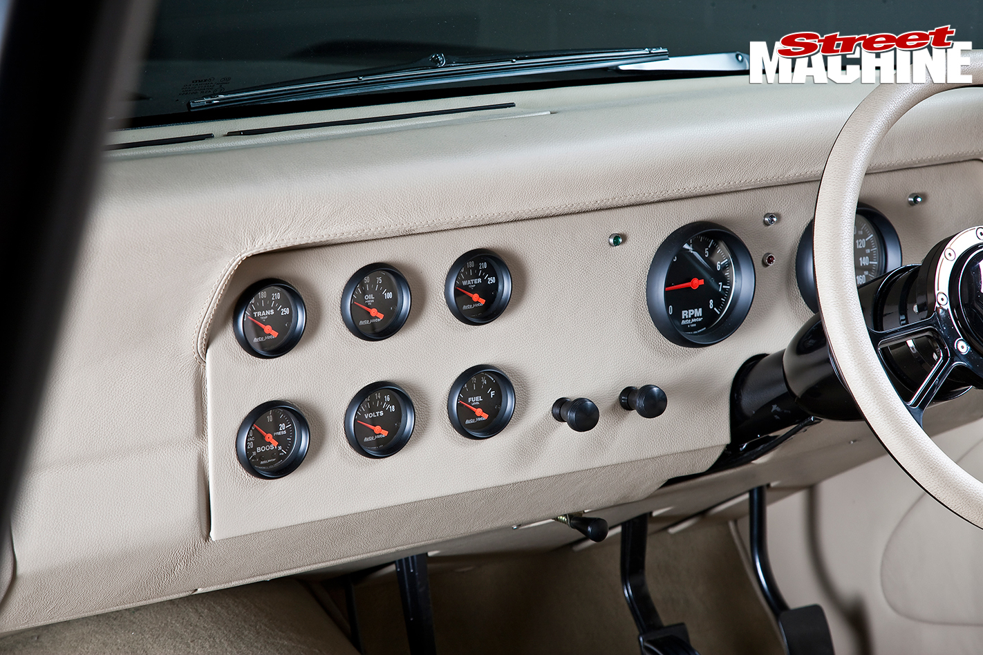 Ford -XY-Falcon -14-interior -console