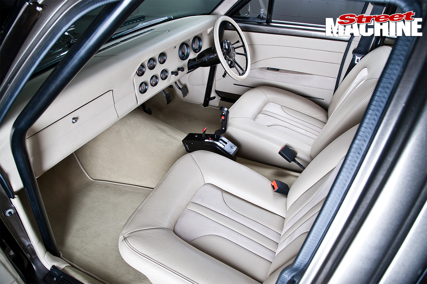 Ford -XY-Falcon -19-interior -front