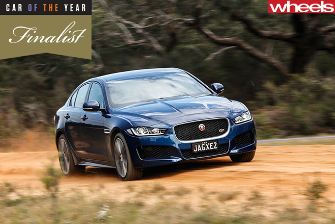 Jag -XE-Finalist -driving -side -dirt