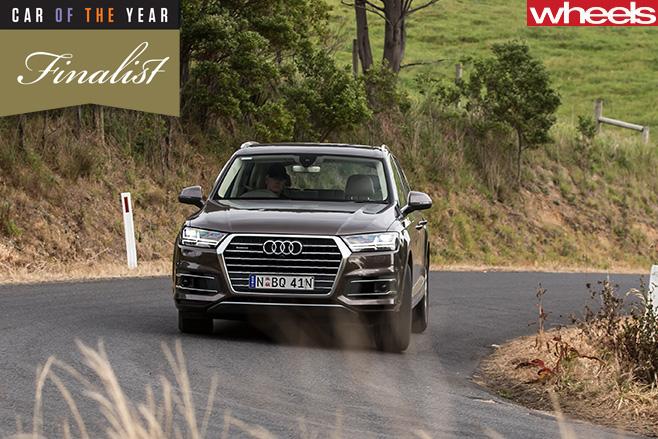 Audi -Q7-front -corneringt -road