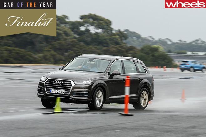Audi -Q7-front -driving -wet -slalom
