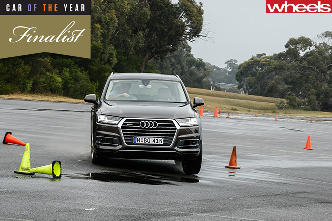 Audi -Q7-front -turning -wet -slalom
