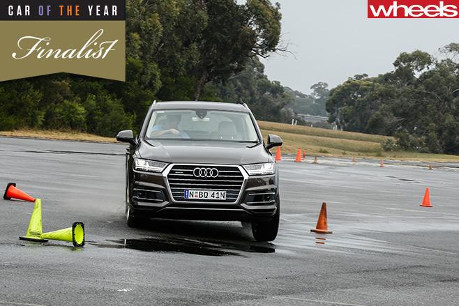 Audi -Q7-front -turning -wet -slalom