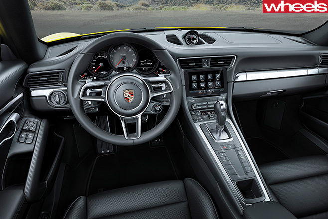 Porsche -911-Carerra -4s -interior