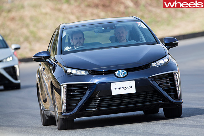 Toyota -Mirai -front -driving