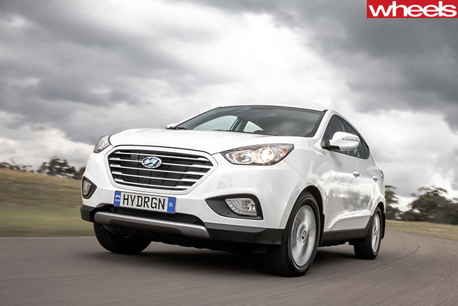 Hyundai -ix 35-hydrogen -vehicle -driving