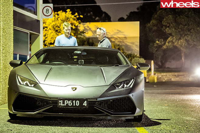 Lamborghini -Huracan -front -at -night