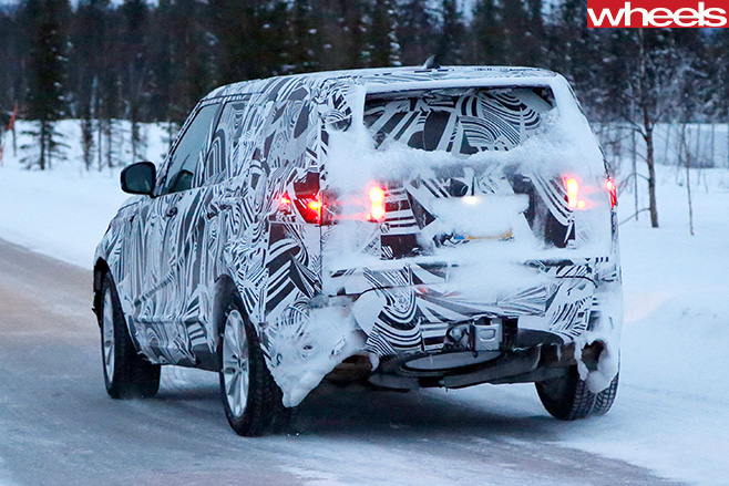 2017-Land -Rover -Discovery -5-spy -pics -rear