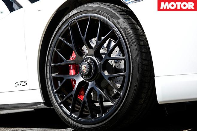 Porsche 911 gts pirelli tyres