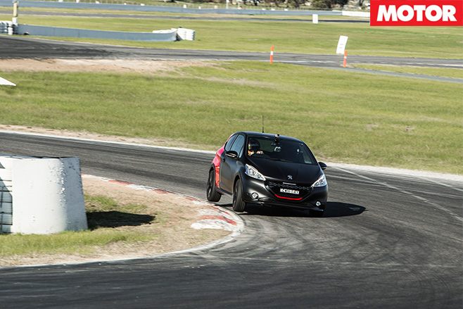 Peugeot 208 GTi 30th turning