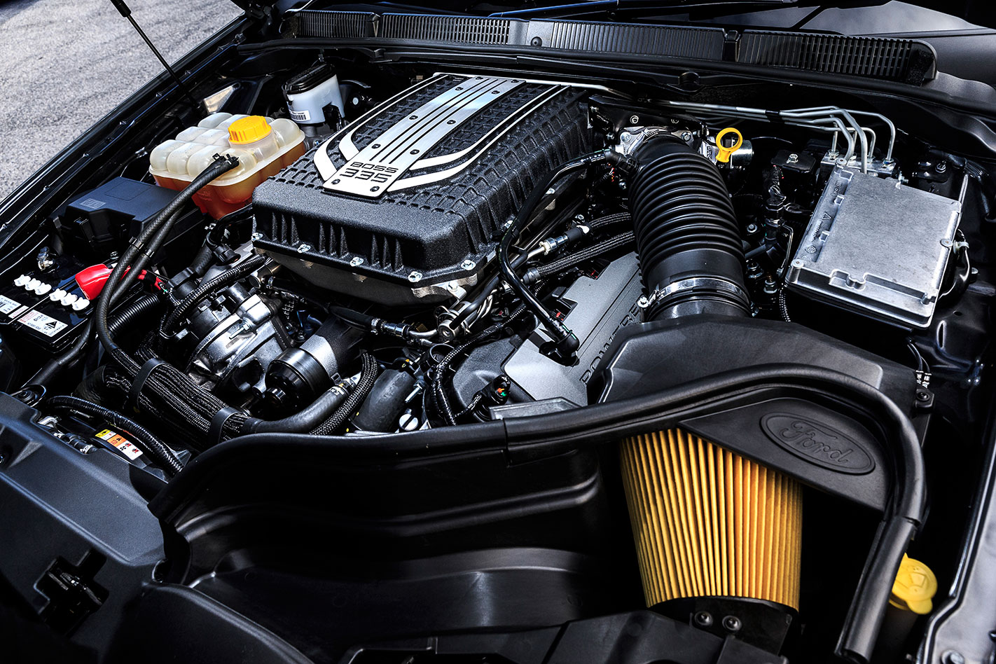 Ford -Falcon -XR8-engine
