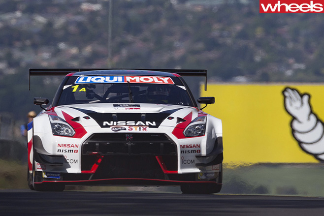 Nissan -GT-R-driving -Bathurst -12-hour