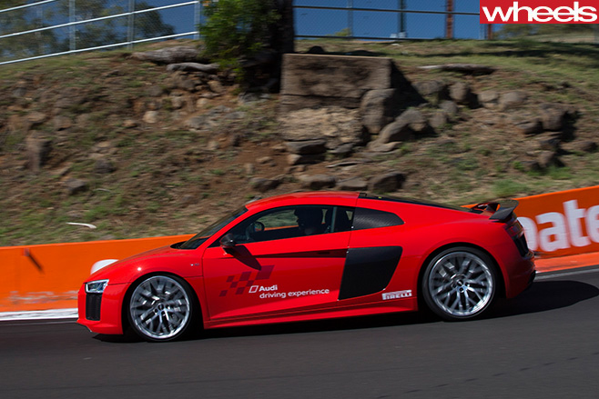 Audi -R8-driving -side