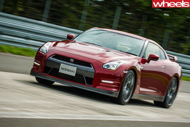 Nissan -GTR-Driving -fron