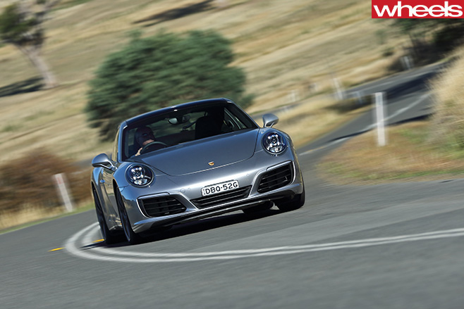 Porsche -911-Carerra -C2-S-Coupe -taking -corner