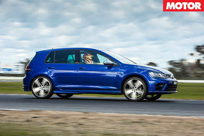 Volkswagen Golf R side