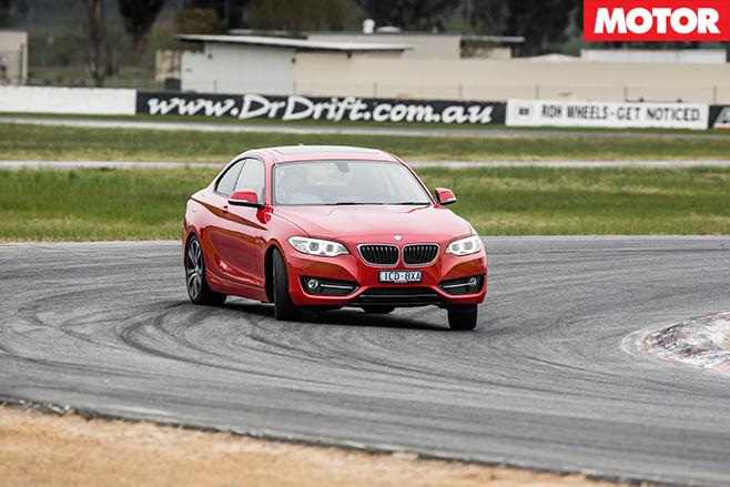 BMW-228i -turning