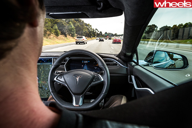 Tesla -Model -S-driver -assistance -driving -itself